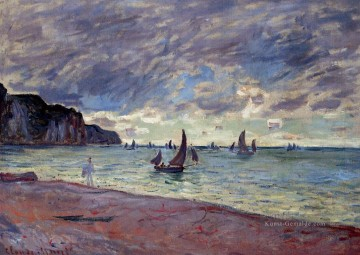 monet seerosen Ölbilder verkaufen - Fishing Boats by the Strand and the Cliffs of Pourville Claude Monet